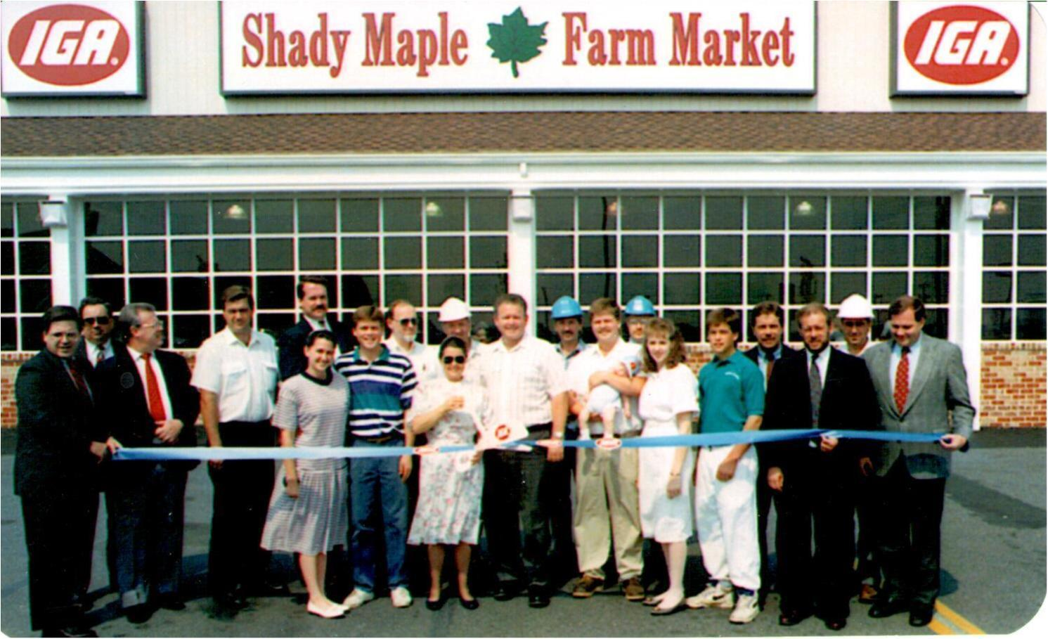 128-Ribbon-Cutting-for-Shady-Maple-Farm-Market-Renovation-1992
